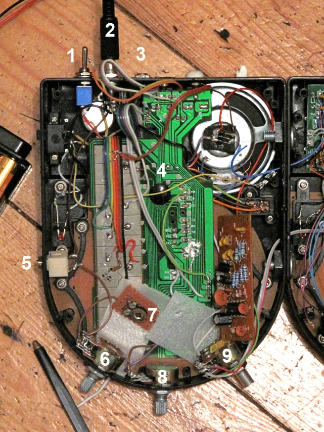 Inside Stylophone half with numbers 6 in IMG_1127