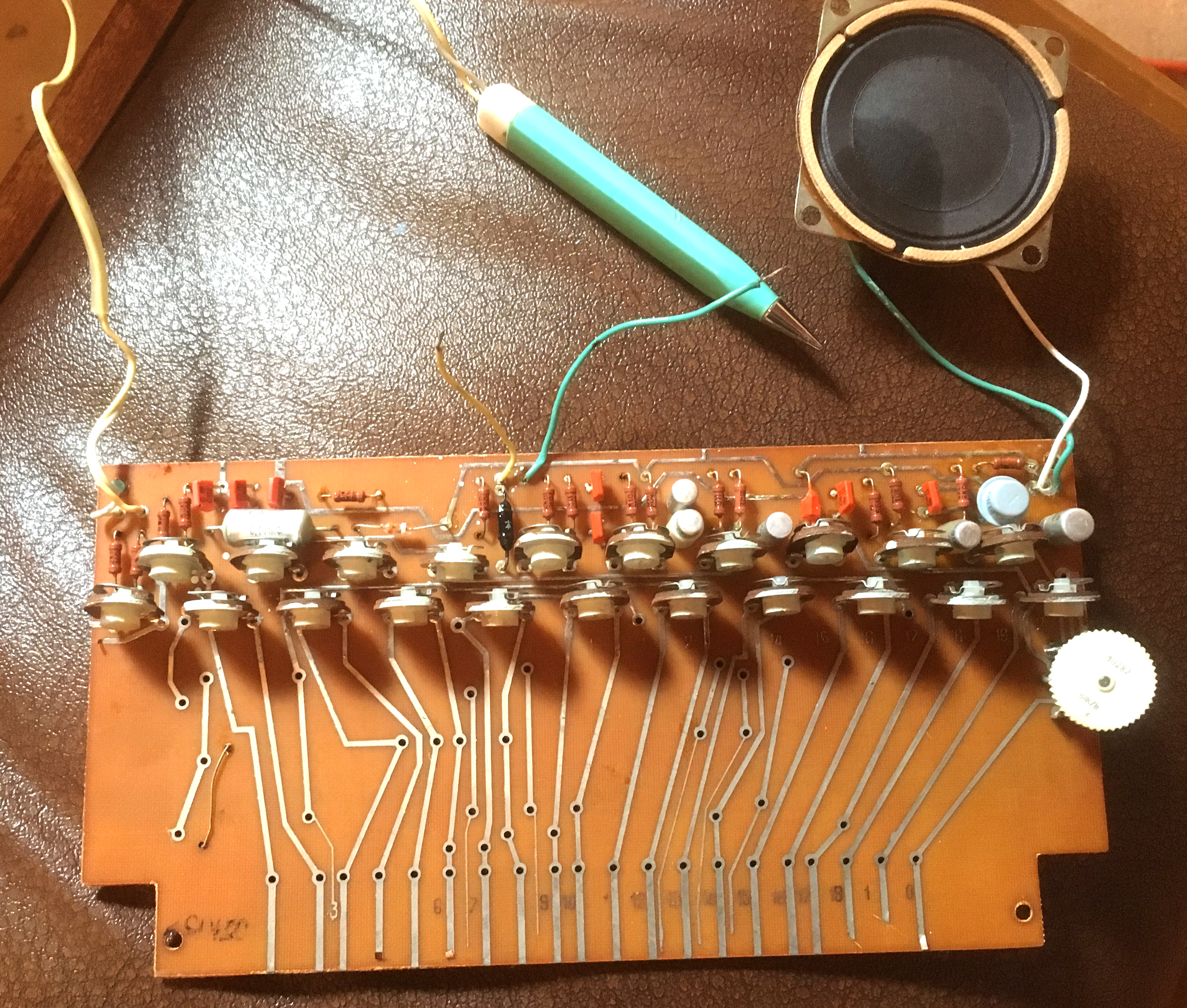 Stylophones Music Electronics Gate Tone Generator By Ic 4011 Electronic Projects Circuits The Components On Circuit Board Werent Quite Same As Their Western Equivalents But Recognisable Nonetheless
